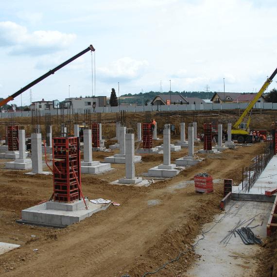 Stawianie kolumn podbudynek
